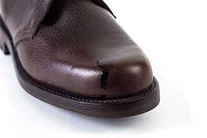 entfernen fettflecken auf braunen lederschuhen