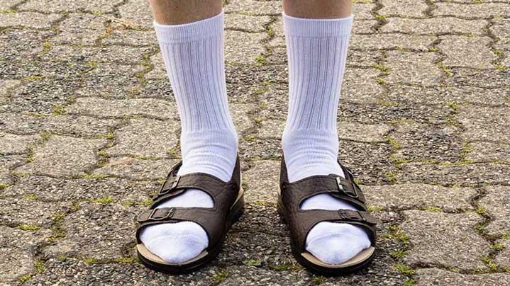 Weiße Socken Sandalen